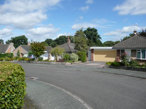 Picture of a street with bungalows in Goostrey